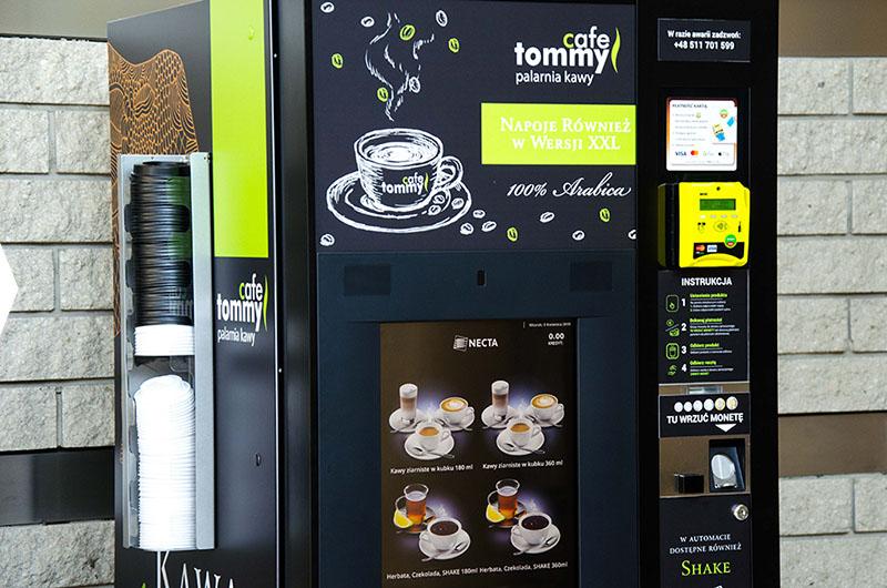 Automat do kawy w tommy cafe - szybko solidnie i smacznie kazdego dnia